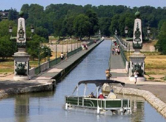 LOCATION DE BATEAUX ELECTRIQUES SUR LE CANAL DE BRIARE