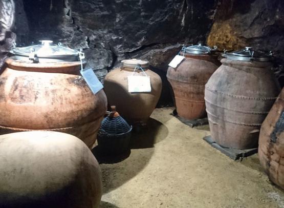 Béatrice et Pascal Lambert - Amphoras - Cravant-les-Coteaux, France.
