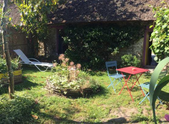 La-Chaumiere-des-marionnettes-Meuble-Gelinotte-jardin