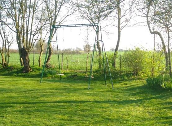 Gitelachevalerie-gite-rural-piscine-chauffee-anjou-maine-et-loire-angers-loisir-cabane-enfant-jeux--balancoire-grand-petit