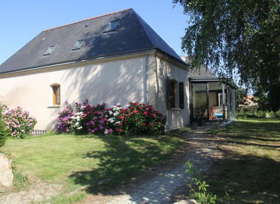 Mme TECHER Chambres d'Hôtes Chanzeaux 5 extérieur maison