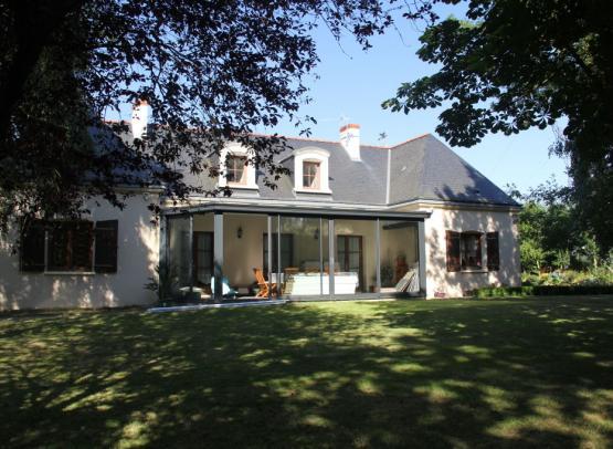 Mme TECHER Chambres d'Hôtes Chanzeaux 7 extérieur maison