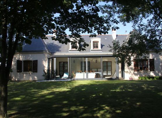Mme TECHER Chambres d'Hôtes Chanzeaux 8 extérieur maison