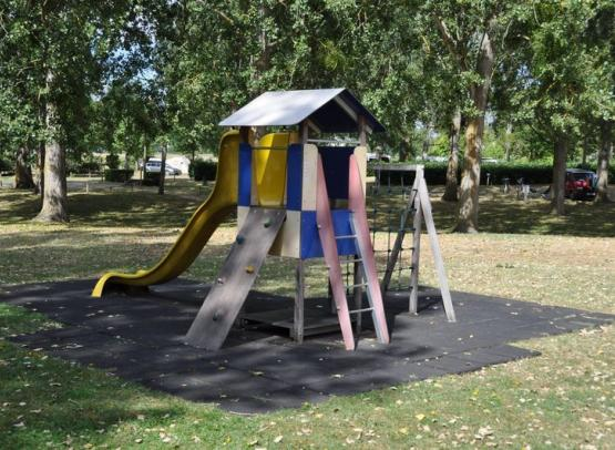 Camping municipal du Val de Flux - jeux enfants