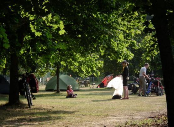 Camping le Jardin de Sully _ La Loire à Vélo