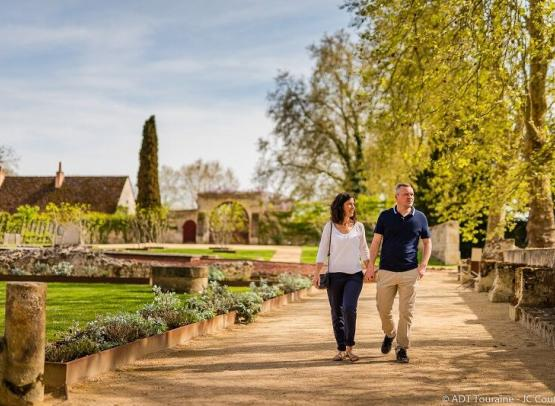 Pieure_Saint_Cosme_Ronsard_couple_jardins Credit_ADT_Touraine_JC_Coutand