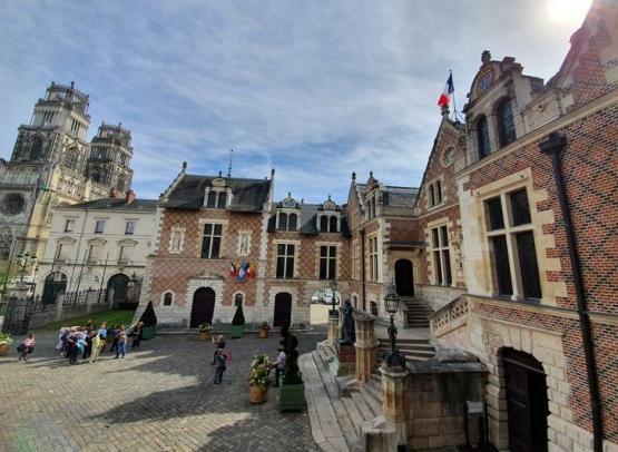 Vue-fenetre-Hotel-Groslot--Orleans-Val-de-Loire-Tourisme--7-