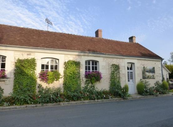 La mairie -végétalisée-Veuil