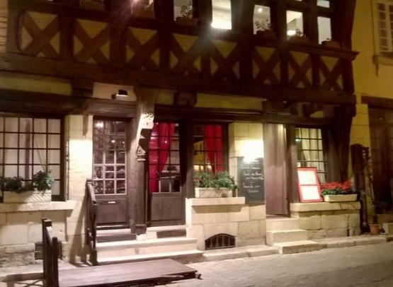 La maison Rouge Chinon (2)
