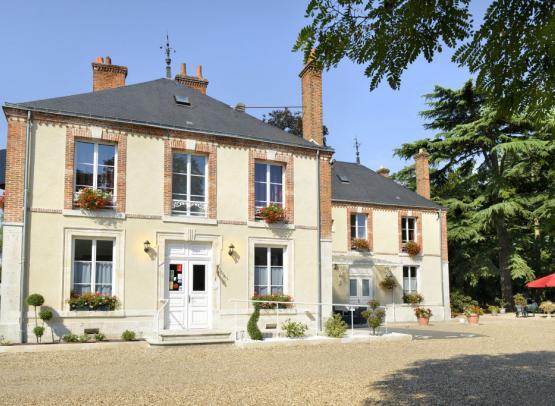 VIlla-des-Bordes-facade