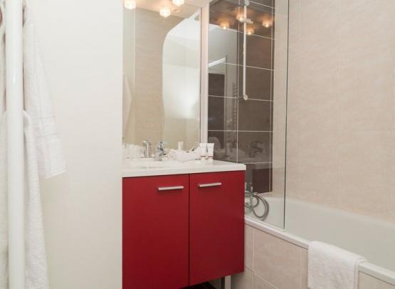Odalys Le Clos Saint Michel - Bathroom - Chinon, Loire Valley, France