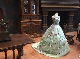 Costumes-chateau-royal-de-Blois-3--c--Chateau-royal-de-Blois
