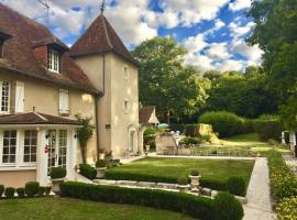 chateau-sainte-colombe-bed-and-breakfast-outside-front-