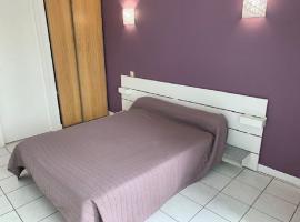 chambre-lit-double-hotel-saint-pierre-chemille-anjou